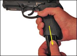 Scoaterea încărcătorului din armă